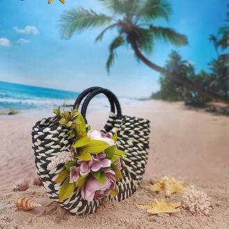 Соломенная черно-белая сумка в форме полумесяца