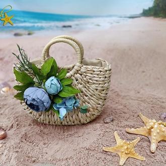 Соломенная сумка в форме полумесяца
