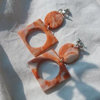 Матовые пастельные серьги-гвоздики с легким оттиском кружева и эффектом мрамора