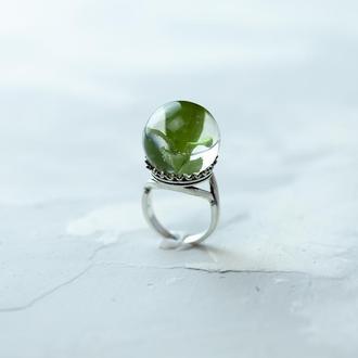 Кольцо из ювелирной смолы с листьями самшита