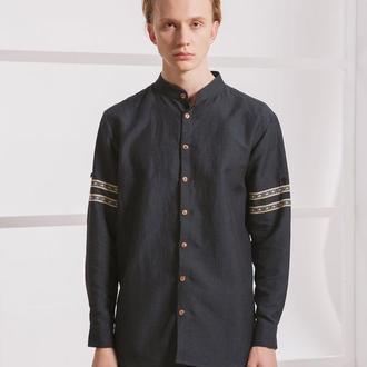 Чорна сорочка з вишивкою на рукавах
