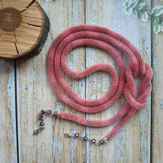 Длинный розовый вязанный жгут лариат