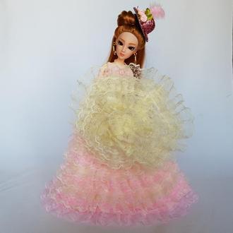 Кукла леди с кружевным зонтиком в пышном платье