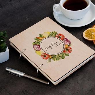 Персонализированная книга для рецептов в деревянной обложке