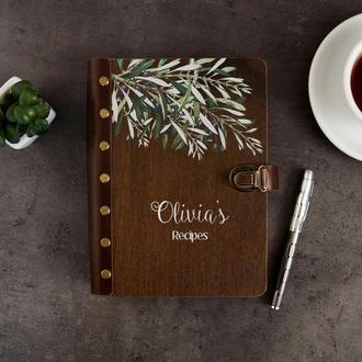 Кулинарная книга с именной гравировкой в деревянной обложке