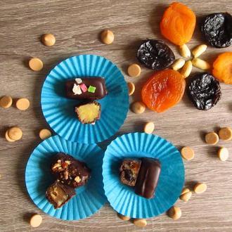 Полив'яні цукерочки марципанові у гіркому шоколаді