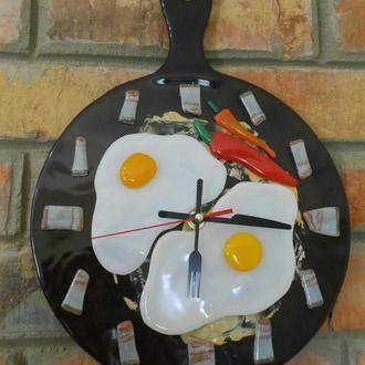 Часы - яичница на сковороде.настенные.кухонные