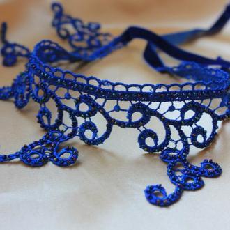 Чокер глубокого синего цвета расшитый бисером.