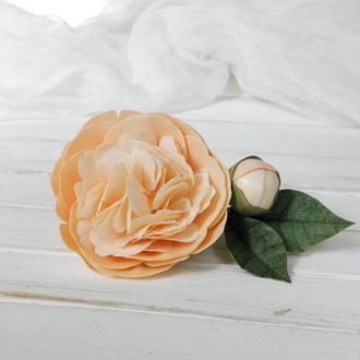 Персиковая заколка для волос с цветком пионом