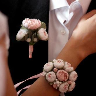 """Свадебный комплект """"Бело-пудровые пионы"""" (бутоньерка и цветочный браслет)"""