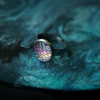 Перламутровое кольцо с чешуйками