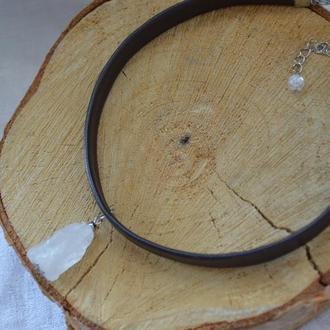 Чокер кожаный черный с подвеской из горного хрусталя  ′Кристалл′