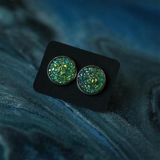 Серьги со светло-зелёными камнями