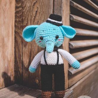 Вязаная игрушка Слоник в шляпе 18 см
