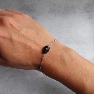 Стильный браслет с черным кристаллом Сваровски жуком-скарабеем. Талисман. Подарок девушке.