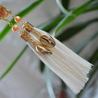 Серьги - кисти (клипсы) с ракушками каури ′Белый песок′