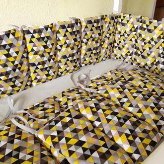 Двухсторонние бортики стеганные, тонкие, плоские в кроватку Треугольники