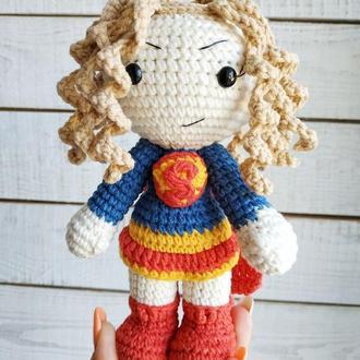 М'яка іграшка Супердевушка (в'язана лялька супергерой Супергерл )