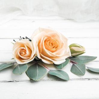 Шпильки в прическу с персиковыми розами и эвкалиптом для невесты