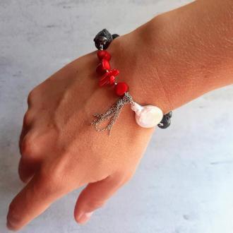Оригинальный браслет с барочным жемчугом, кораллом, лавой и гематитом. Подарок девушке.