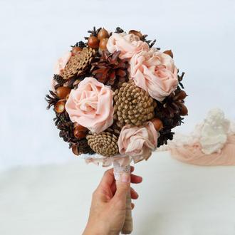 Букет весільний із шишок, жолудів та текстильних квітів