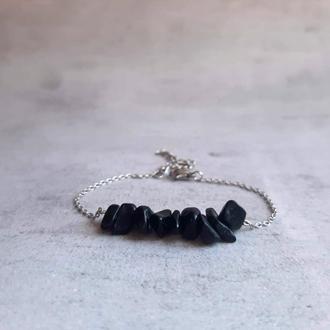 Изящный браслет с черным агатом на цепочка из ювелирной стали. Подарок девушке.