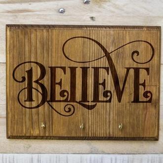 "Настенная ключница ""Believe"" из дерева"