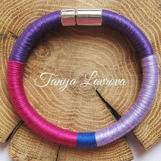 Браслет жгут ярких цветов - фиолетовый, сиреневый, синий, малиновый