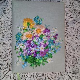 Блокнот  с вышитой обложкой атласными лентами Цветы