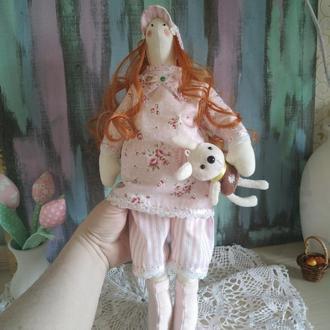 Рыжая кукла с зайцем
