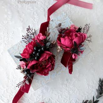 Набор свадебных украшений:бархатная бутоньерка и браслет в вишневом цвете
