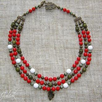 """Трехрядное ожерелье в этно-стиле """"Земляничная поляна"""""""