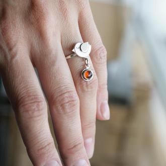 Серебряное кольцо птичка с янтарем.