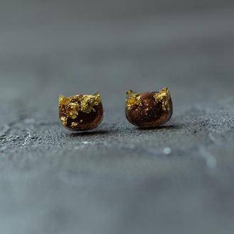 Минималистичные серьги гвоздики из эпоксидной смолы в форме котиков