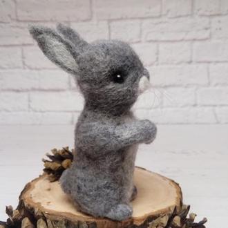 Зайка. Заяц. Игрушка зайчик. Заяц валяный. Фигурки животных