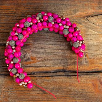 Ярко-розовый ободок с ягодами и хрустальными бусинами