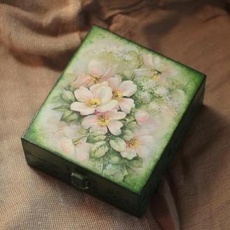 Деревяная шкатулка «Цветы» декупаж