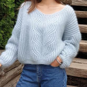 """Голубой вязаный свитер из мохера с V образным вырезом """"Голубая дымка"""""""