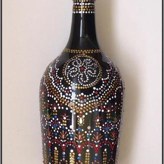 Декоративная бутылка с авторской росписью выполнена в технике точечная роспись.
