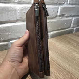 Вместительное портмоне-клатч.
