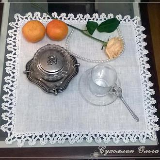 Льняная салфетка декоративная с кружевом ручной вязки