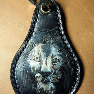 Купить брелок для ключей, заказать брелок из кожи, кожаный брелок со львом для ключей