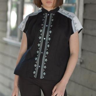 Жіноча блуза із вишивкою