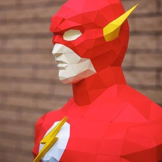 Скульптура супергероя Флэш