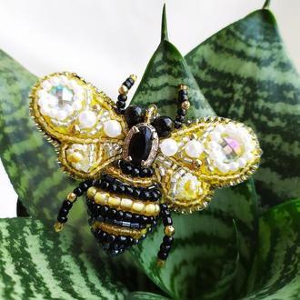 Брошь из бисера Пчелка