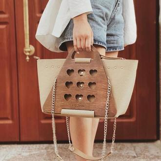 Женская стильная сумочка с элементами дерева FIGLIMON L| бежевая с сердечком