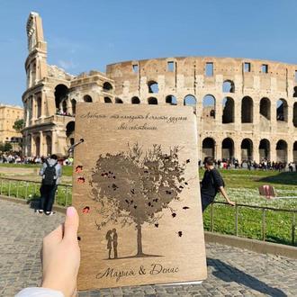 """Фотоальбом из дерева """"Пара под деревом в Риме"""" формат А4, для 80 фото с Вашими именами"""