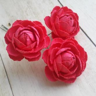Роза ярко-красная