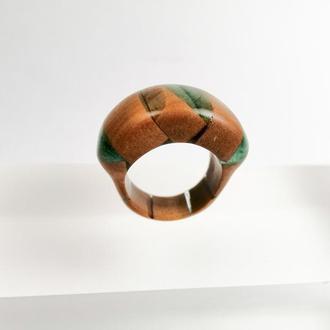 Деревянное кольцо (размер 17,2 - 17,5) из ореха и ювелирной смолы - что подарить девушке
