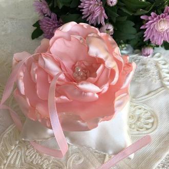 Нежно розовая свадебная подушка для колец